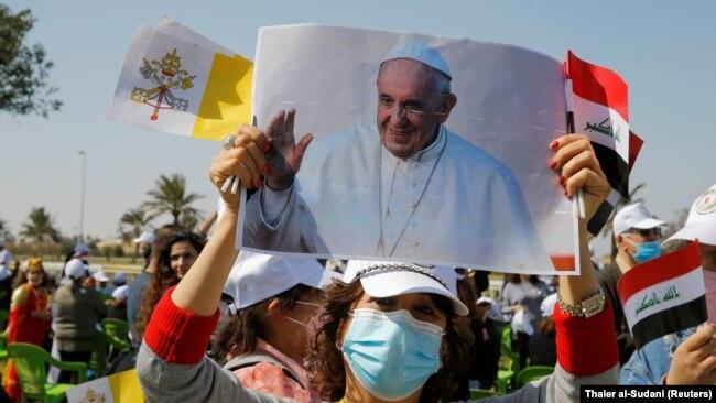 Папата пристигна во прва и најризична посета на Ирак