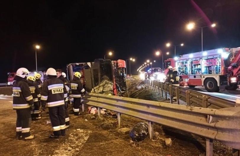 Тешка автобуска несреќа во Полска: Загинаа шест лица, а повредени се 34