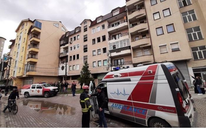 Изгоре стан во Тетово, неколку лица побарале помош поради вдишан чад