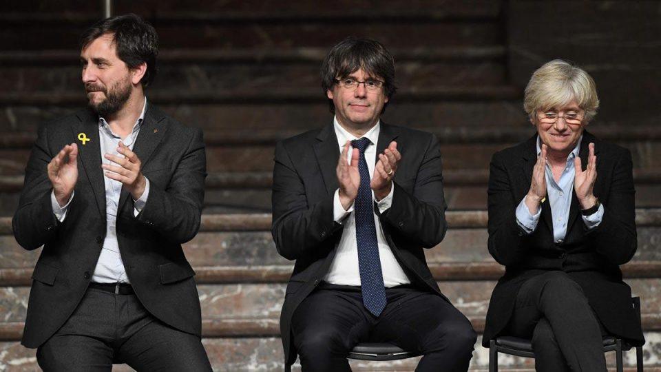 Европскиот парламент го одзеде пратеничкиот имунитет на тројца каталонски политичари