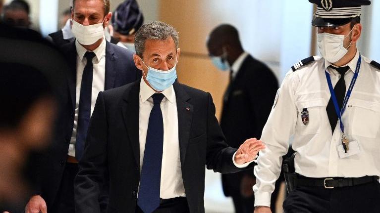 Никола Саркози осуден на три години затвор, од кои две условно за корупција