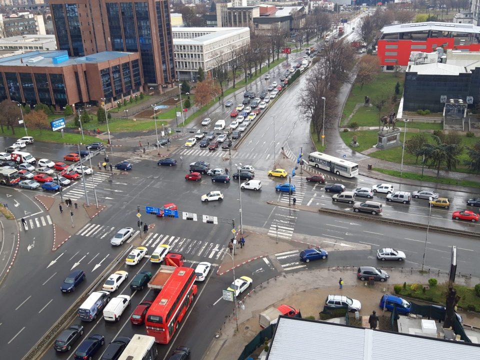 Поради верижен судир отежнат сообраќајот кај Мавровка