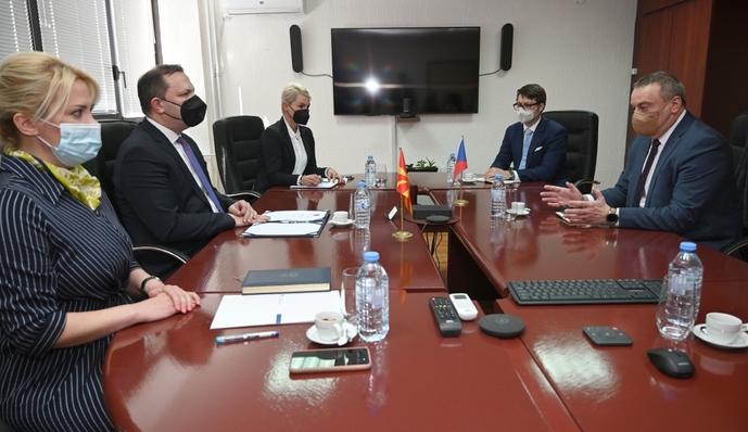 Министерот Спасовски се сретна со чешкиот амбасадор Мирослав Томан