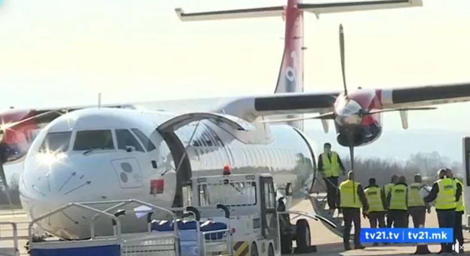 (ВИДЕО) На аеродромот во Скопје пристигна првата пратка на вакцини од Русија