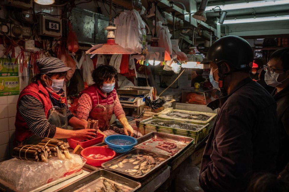 Експертите од СЗО  идентификувале врска помеѓу пазарот во Вухан и Ковид-19